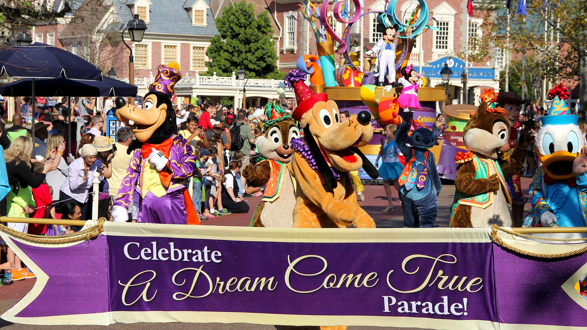 The 2-Park 4-Day Promo Base Ticket entitles one (1) guest admission to EITHER Universal Studios Florida™ OR Universal's Islands of Adventure™ per day. Ticket is valid for any four (4) calendar days, during a seven (7) consecutive calendar day period, which includes the .
