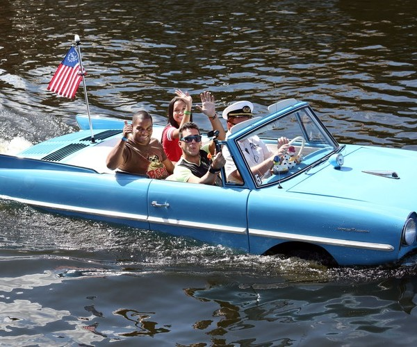 Disney_Springs_Amphicar_passengers_waving_hello