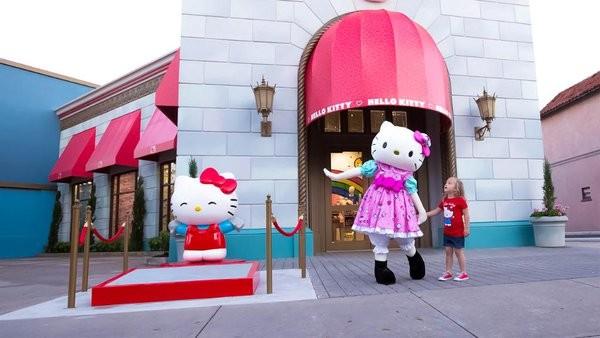 Hello_Kitty_Universal_Orlando_Exterior_08AJ0U.jpg