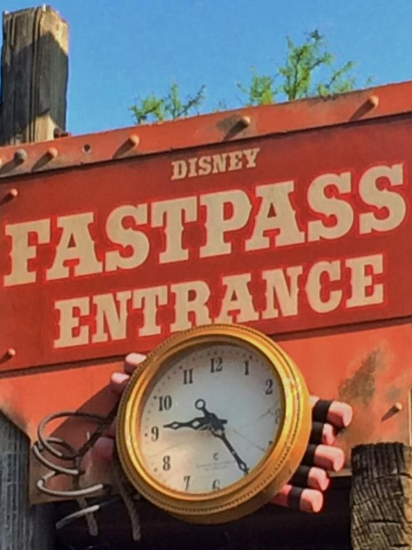 WDW_Fast_Pass_Sign