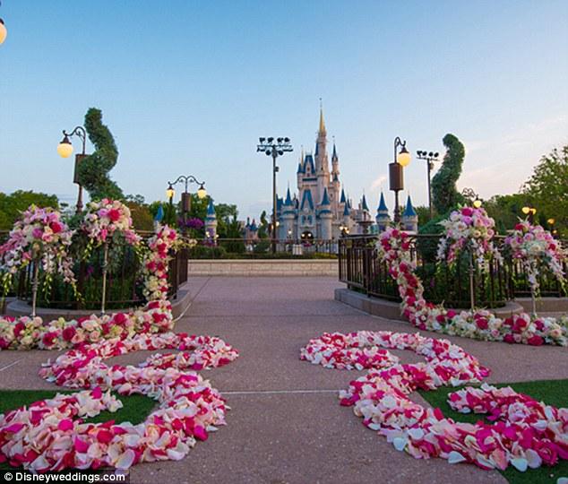 Magic_Kingdom_East_Plaza_Garden_Wedding