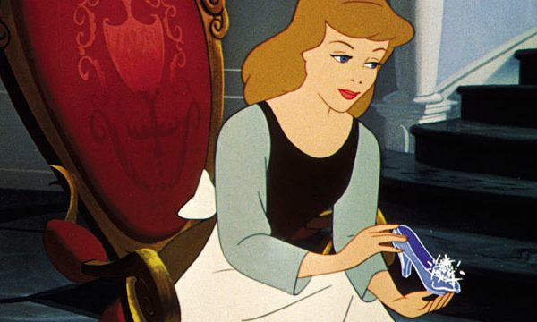 Cinderella_with_glass_slipper_9uiXCd.jpg