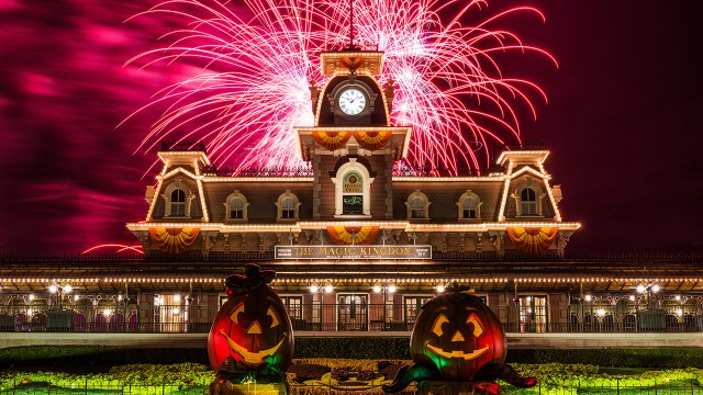 view-of-pumpkins-at-magic-kingdom-entrance-evening-view