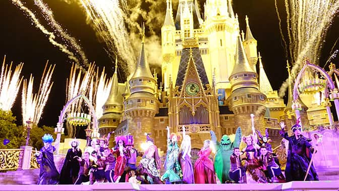 Hocus-Pocus-Villain-Spelltacular-at-Mickeys-Not-So-Scary-Halloween-Party