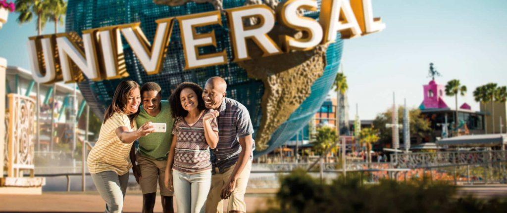 Universal-happy-family-globe