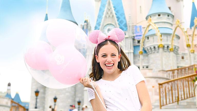 teenage-guest-at-cinderella-castle-magic-kingdom