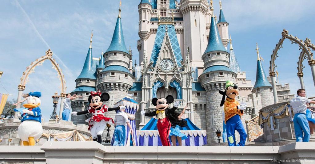 Disney_Characters_Dancing