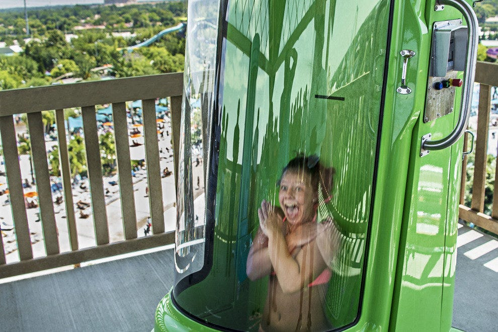 Breakaway-Falls-Drop-at-Aquatica-Orlando